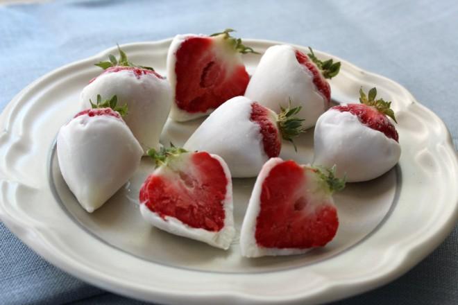 Frozen yogurt covered fruit, bisa kamu jadikan cemilan sehat di hari Minggu kamu