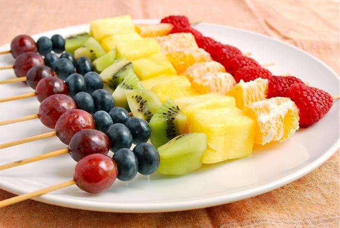 Fruit Kebabs sederhana meningkatkan seleramu untuk makan buah juga