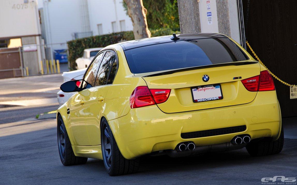 Kuning Nyentrik