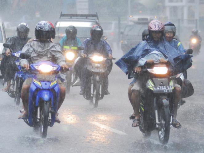 Lakukan Hal Ini Jika Hujan dan Petir
