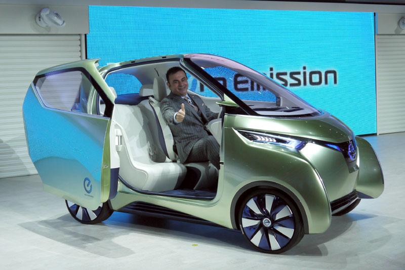 Mobil Nissan Pivo 3