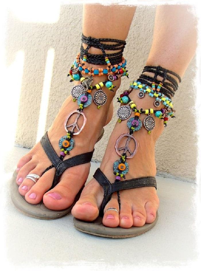 Sepatu dengan Rumbai atau Detail Ini Jadi Alas Kaki yang Seru