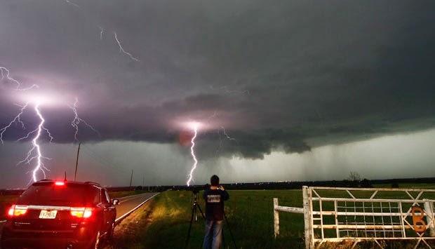 bahaya diluar Rumah Saat Terjadi Hujan Petir
