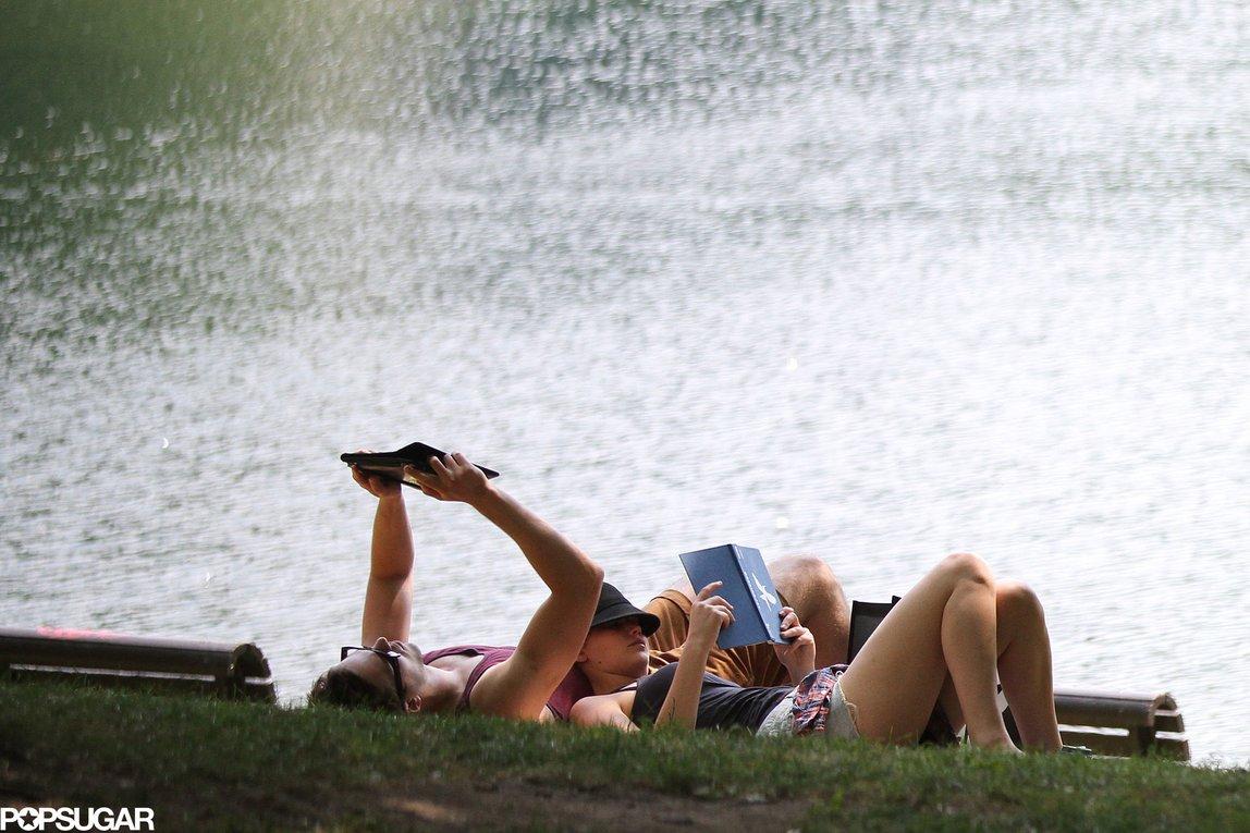 Baca Buku atau Novel Akan Tetap Terasa Asyik