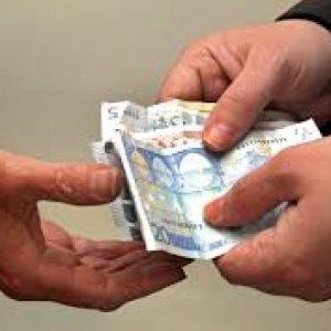 Mencari pinjaman uang untuk modal usaha ke teman, kenalan dan sahabat