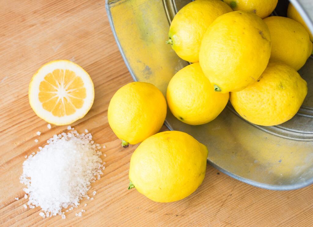 Jeruk Lemon dan Sedikit Garam Untuk Gigi Putihmu