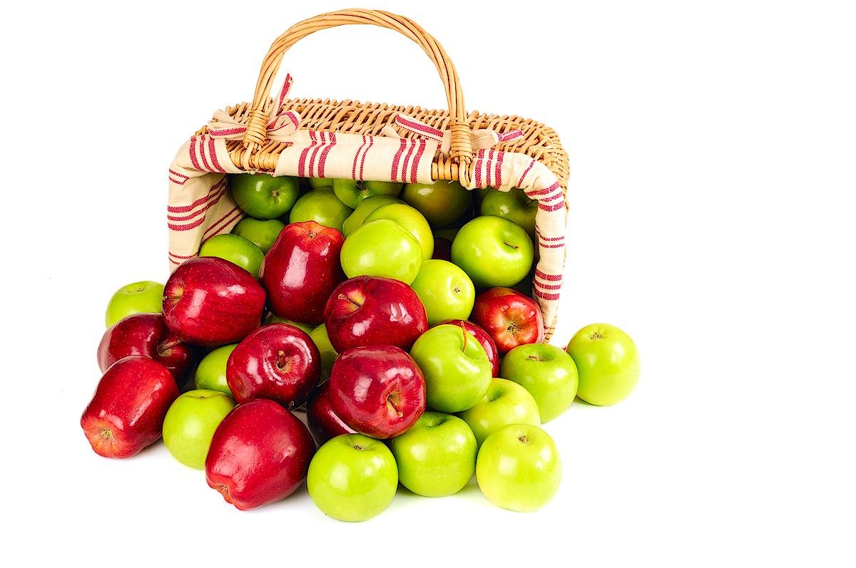apel mengandung vitamin A, B, C, dan K serta AHA, mineral, antioksidan dan quercetin