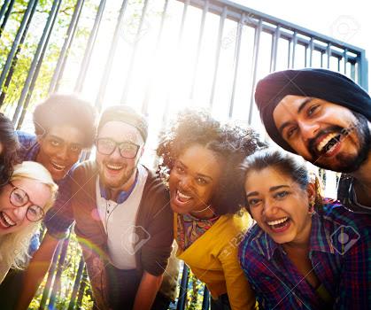 Mendengar Gurauan Sahabatmu yang Tidak Ada Artinya Adalah Musik Untuk Pikiran dan Hatimu