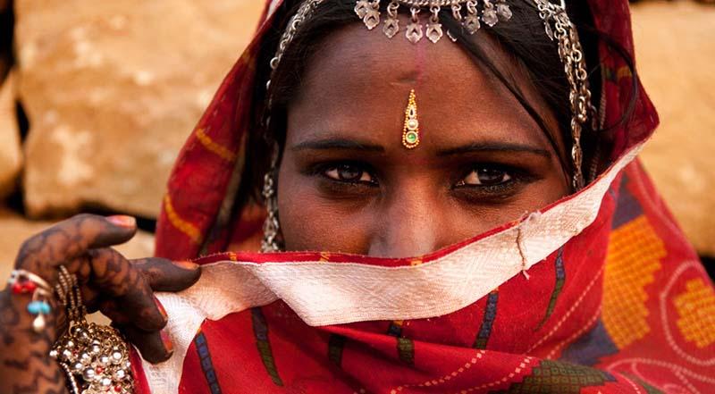 Di India Tidak Boleh Menyebut Nama Suami Keras-Keras