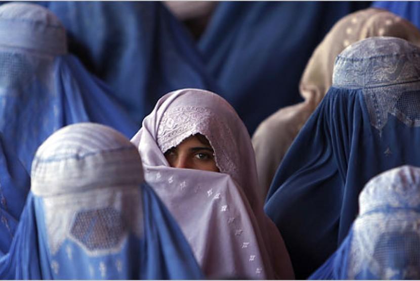 Wanita Afganistan dengan Burka
