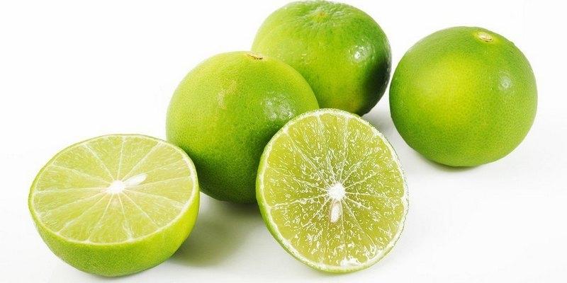 Vitamin C dan AHA dalam jeruk nipis bermanfaat banget untuk mengangkat sel kulit mati