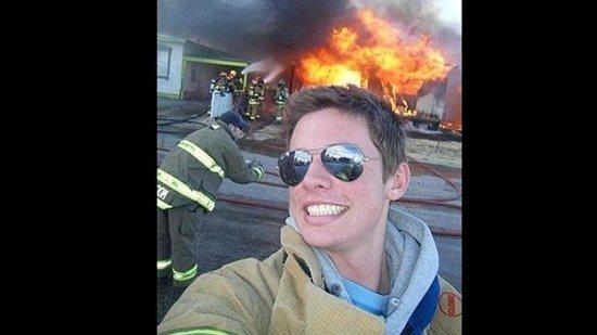 selfie saat kebakaran