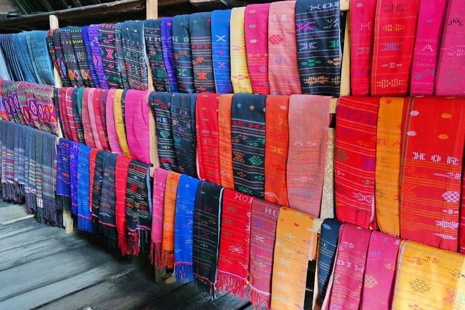 Macam Kain Tenun Tradisional Asli Indonesia