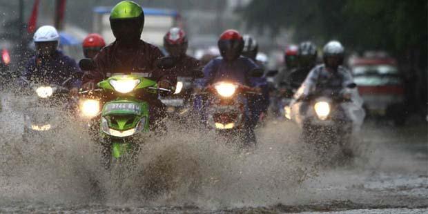 8 Tips Sederhana Untuk Merawat Motormu Saat Musim Hujan Tiba!