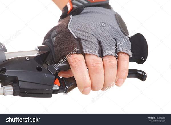 mengendalikan kecepatan motor dengan rem