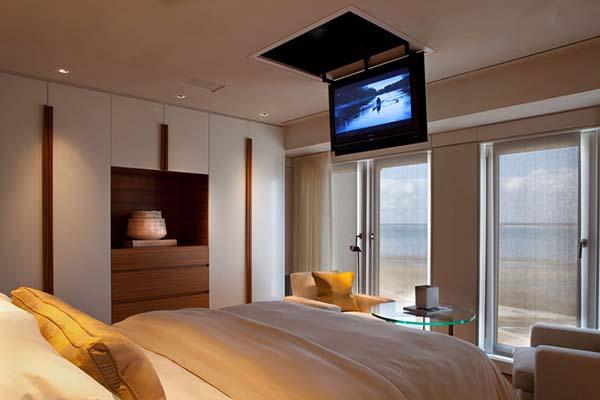 Televisi dalam kamar