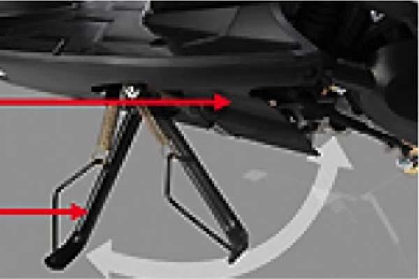 Cara menaikkan standar samping pada sepeda motor