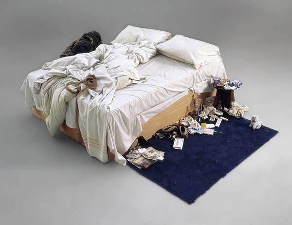 Tempat tidur berantakan