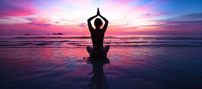 6 Pose Gerakan Yoga Ringan Ini Bisa Jadi Alternatif Buat Kamu yang Ingin Punya Tubuh Langsing Ideal tapi Malas Berolahraga Berat!