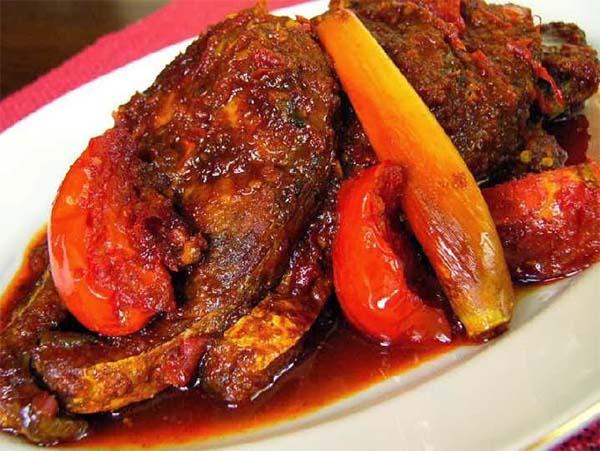 Masakan dengan bumbu dasar merah
