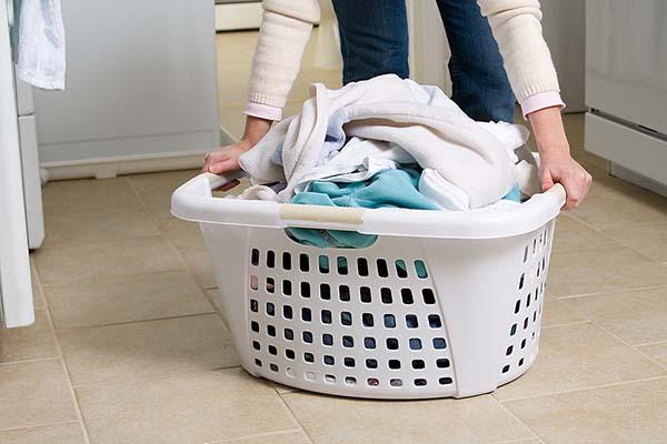 Membersihkan noda pakaian