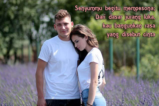 Gambar Kata Romantis, Senyuman Pasangan Kekasih