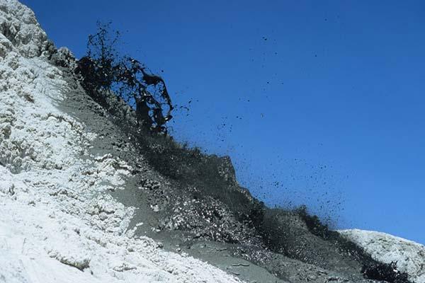 Lahar hitam Gunung Ol Doinyo Lengai