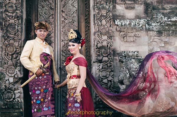 Konsep Pre Wedding dengan pakaian adat