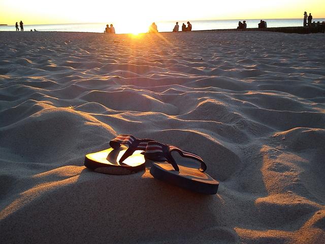 Filosofi sandal jepit rela dilepas