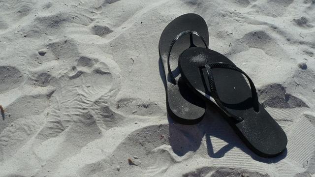 Filosofi sandal jepit selalu sabar menunggu