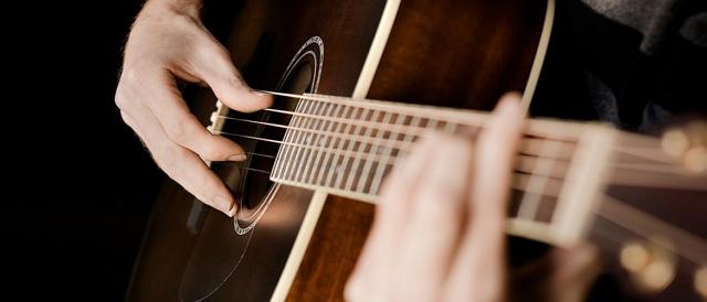 Filosofi Alat Musik Gitar Sabar