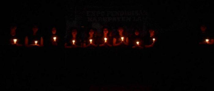 4 Filosofi Lilin Kecil: Berilah Pertolongan di Tengah Kegelapan