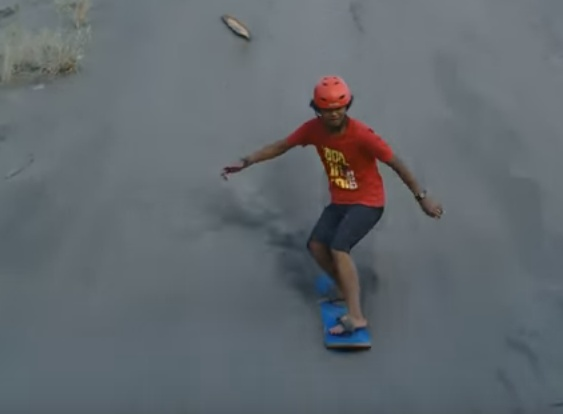Permalink to Sandboarding, Wisata Bermain Adrenalin di Gumuk Pasir