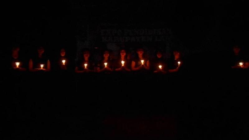 Permalink to 4 Filosofi Lilin Kecil: Berilah Pertolongan di Tengah Kegelapan